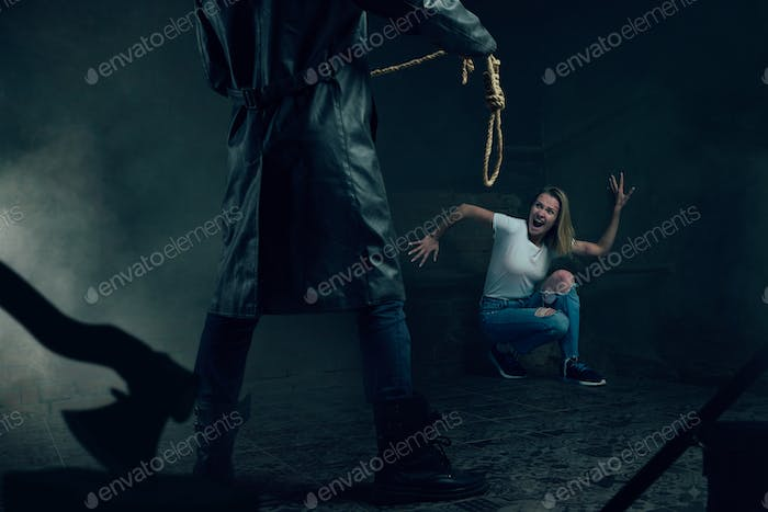 Maniac with rope prepares to strangle his victim