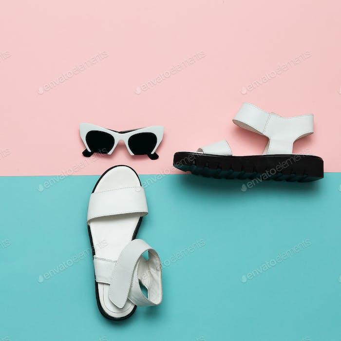 Stilvolle Kleidung Mode-Accessoires. Sandalen und Sonnenbrille. So