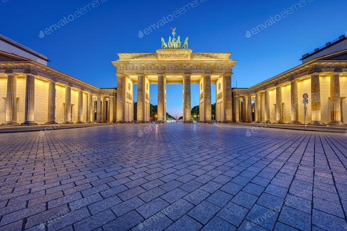 Das berühmte beleuchtete Brandenburger Tor