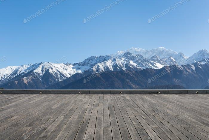 Schneeberg mit Holzboden