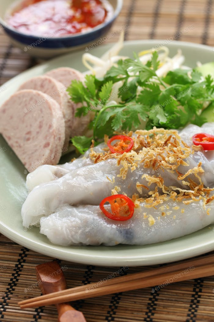 vietnamese steamed rice noodle roll