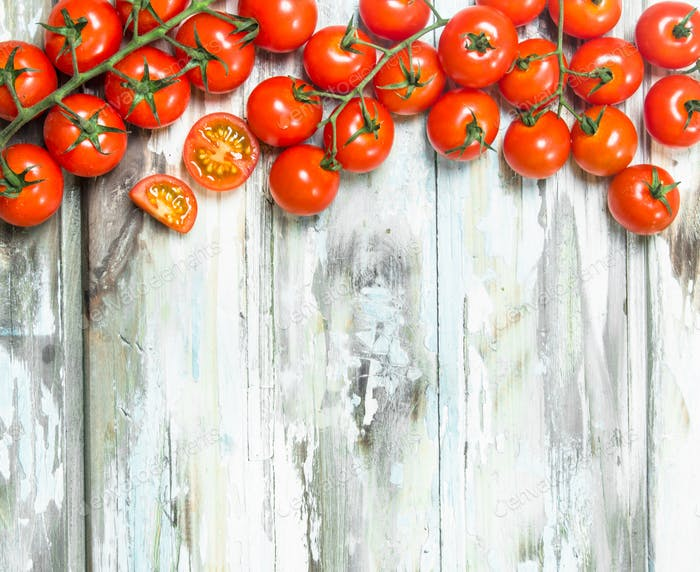 Whole and pieces of ripe tomatoes.