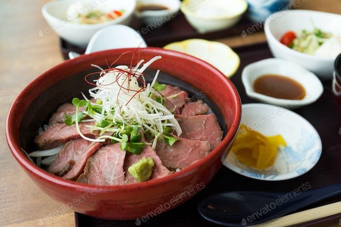 Seltener Rindfleischreis im japanischen Restaurant