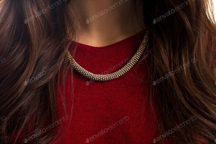 Accessory on lady's neck.