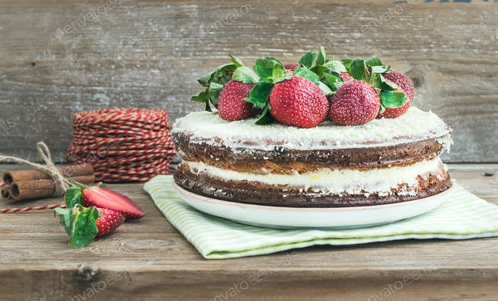 Rustic spicy ginger cake with cream-cheese filling and fresh str