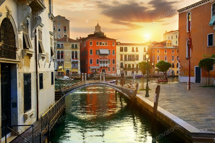 venezianische Stadtbild bei Sonnenaufgang