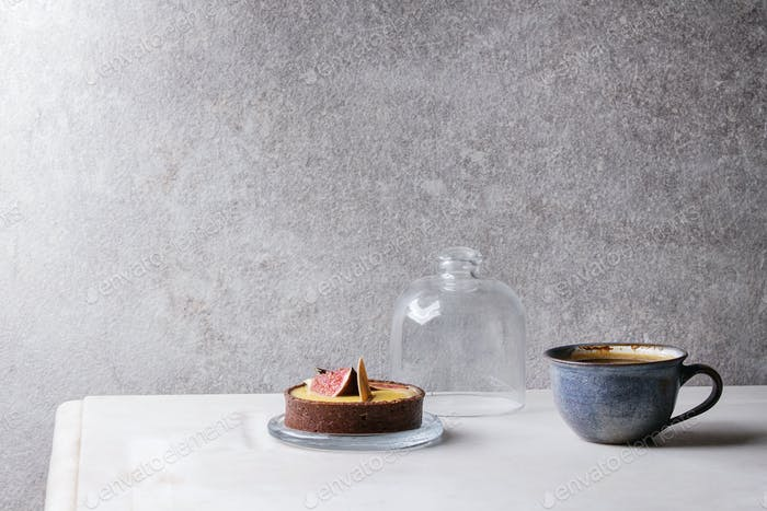 Sweet tartlet with coffee