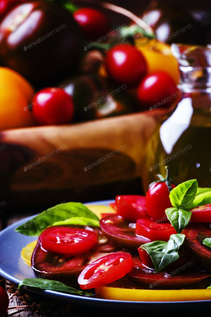 Salad with tomato and basil