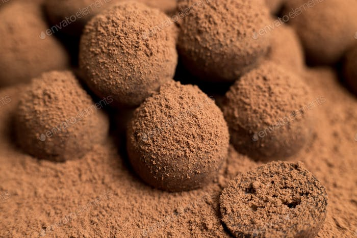 Dunkle Schokoladenbällchen