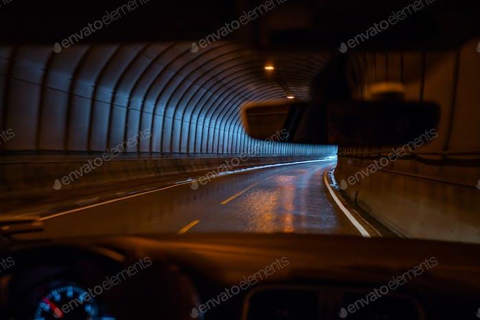 Fahreransicht, Fahrt durch einen Straßentunnel, Lofoten Inseln