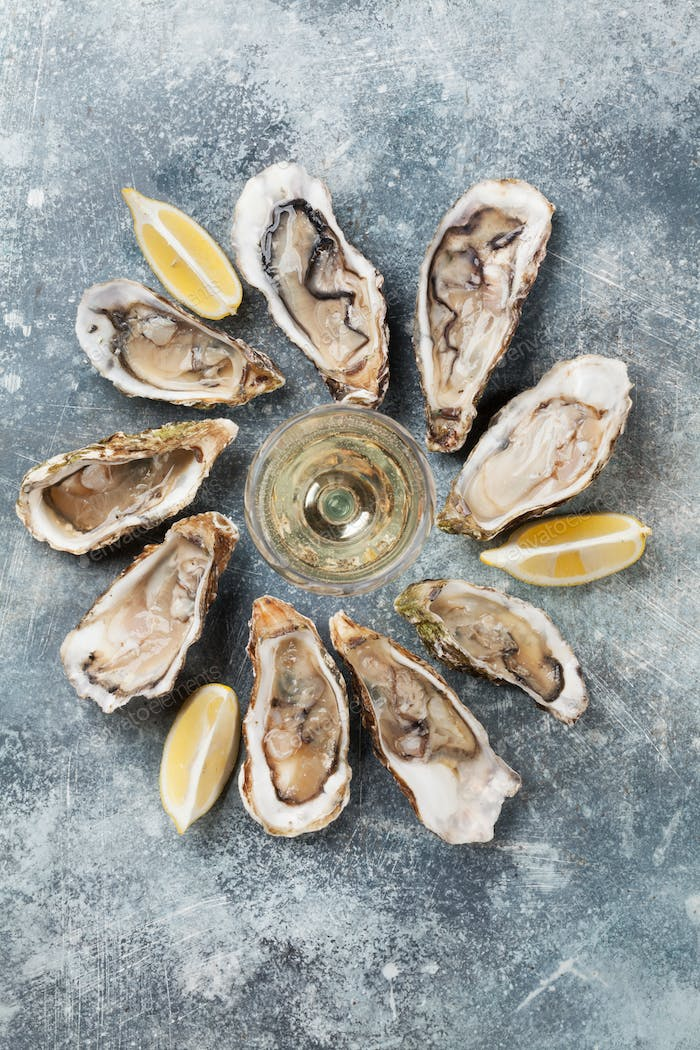 Fresh oysters and white wine