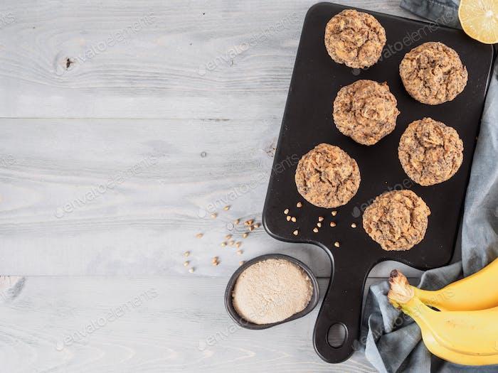 Bananenmuffins mit Buchweizenmehl und Mohn