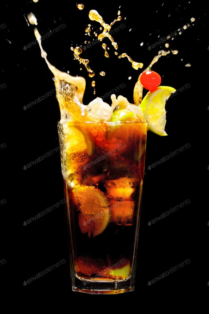Splashing Cuba Libre Cocktail