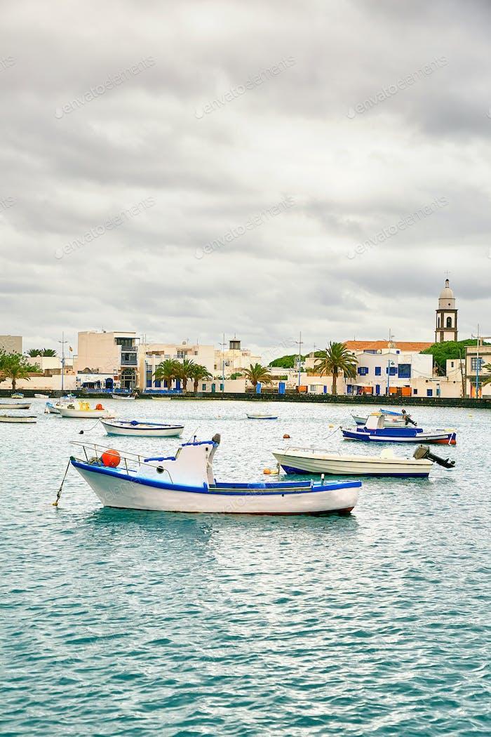 """Fischerboote in der Laguna """"Charco de San Gines"""" in Arrecife"""