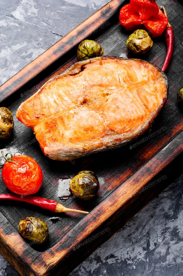 Salmon roasted with vegetable