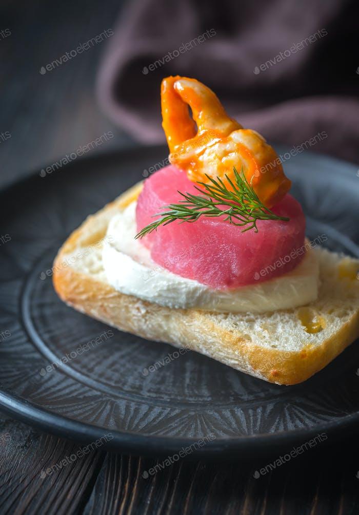 Sandwich with tuna and mozzarella