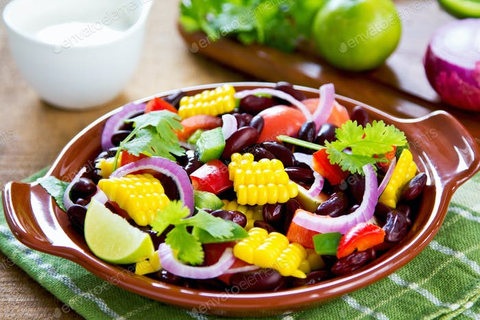 Bean salad with tortilla