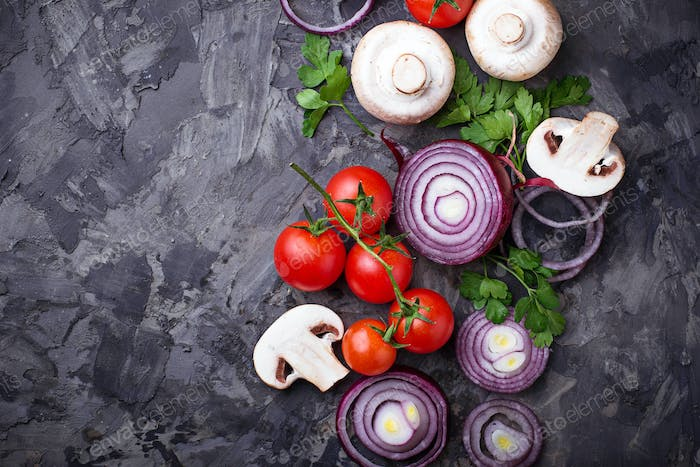 Champignon mushrooms, cherry tomatoes and red onion