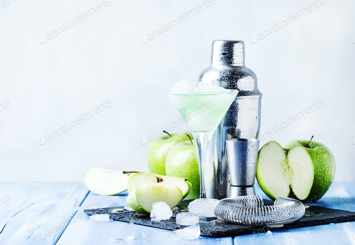 cocktail with green apple and dry vermouth