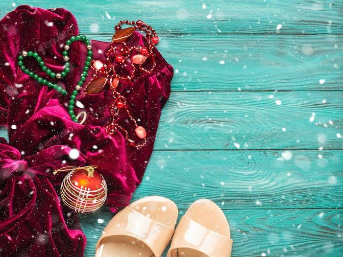 Rotes Samt-Kleid für Weihnachten Neujahrsfeier