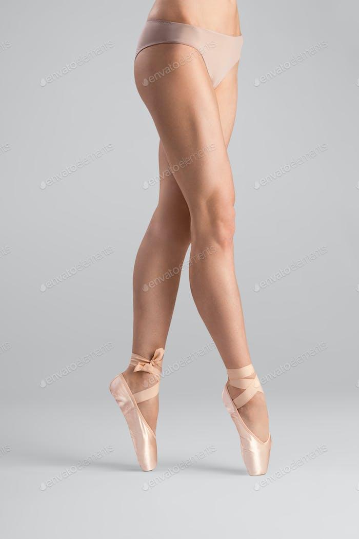 Die Beine, die für Ballett gemacht sind.