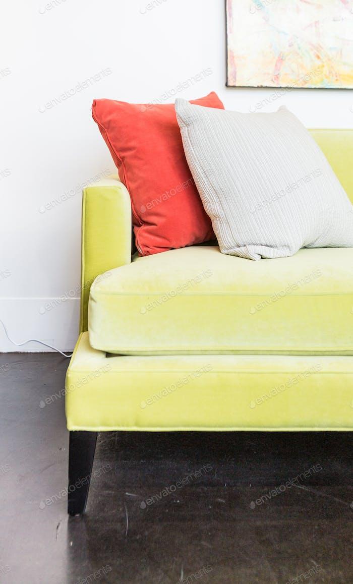 Couch in einem modernen Zuhause