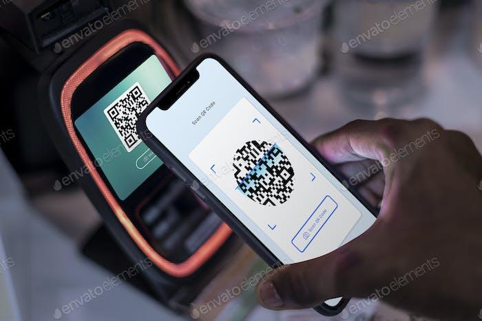 Pago sin contacto y sin efectivo a través del código qr y la banca móvil