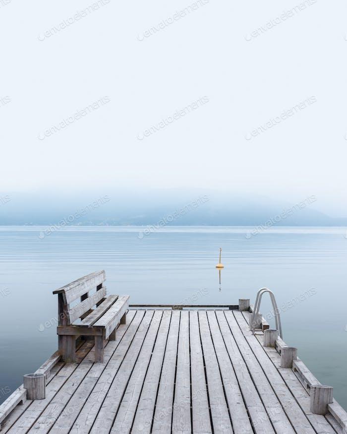 Misty Morgen auf Norheimsund Dorf