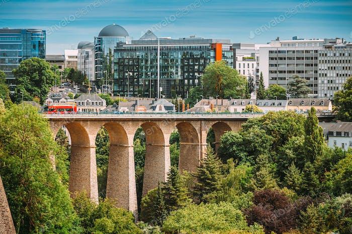 Luxemburg. Alte Brücke - Passerelle-Brücke Oder Luxemburger Viadukt In Luxemburg