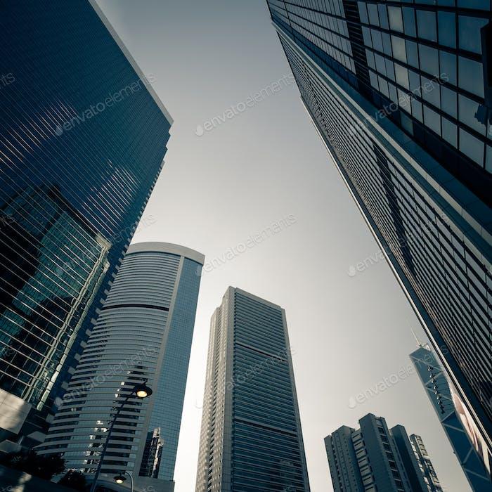 Futuristisches Stadtbild mit Wolkenkratzern. Hongkong