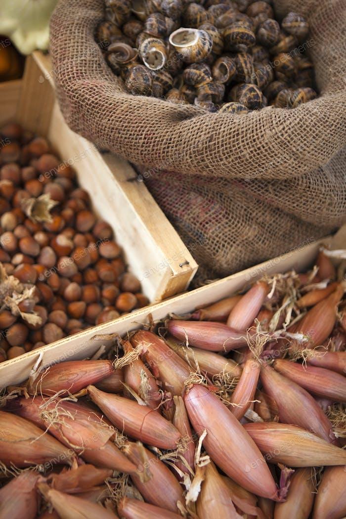 Schalotten, Schnecken und Nüsse