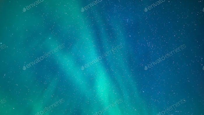 Aurora Borealis Hintergrund über dem Himmel von Island