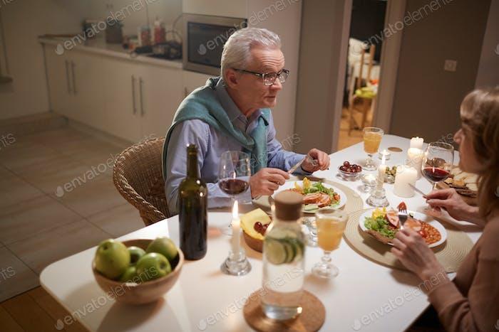 Festliches Abendessen zu Hause