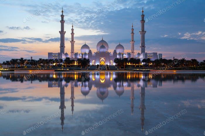 Sheikh Zayed Grand Mosque, Abu Dhabi at dusk