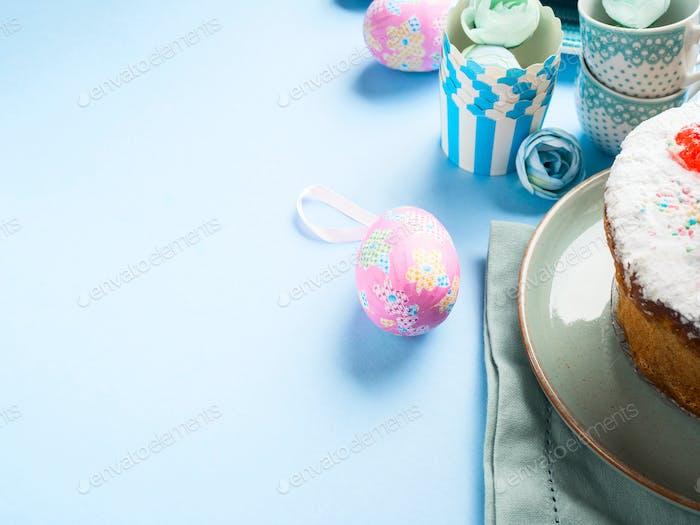 Osterkonzept Hintergrund mit Kuchen und Eiern