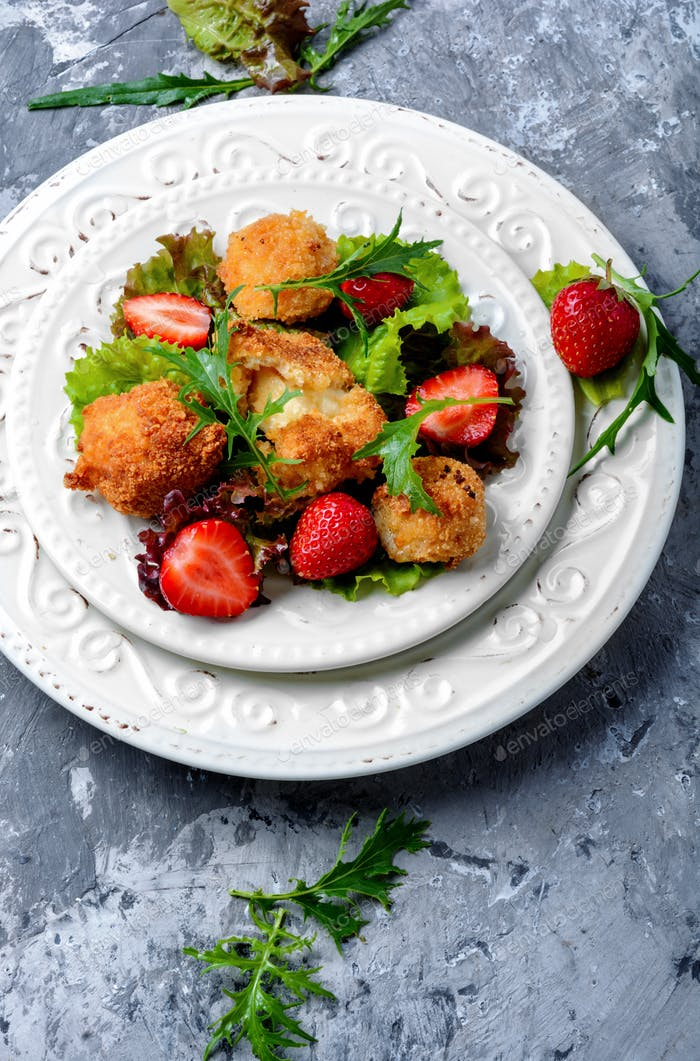 Salad with meat and strawberries