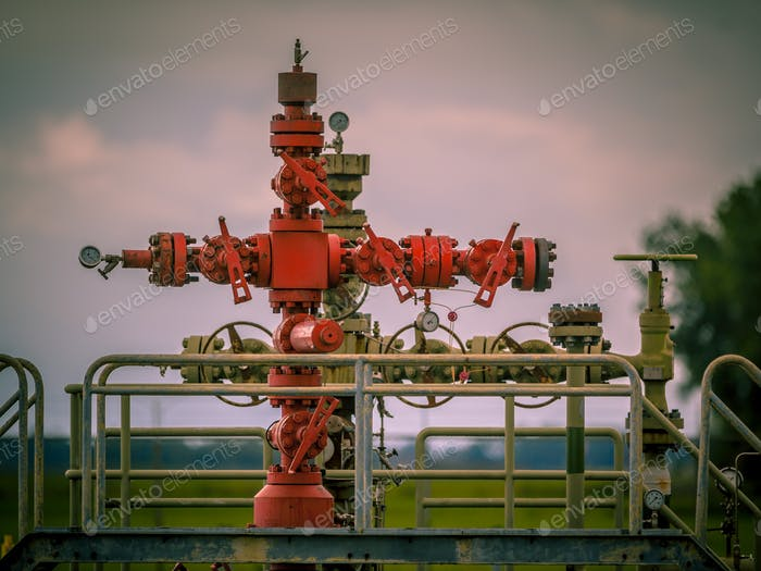 Gas field well head vintage