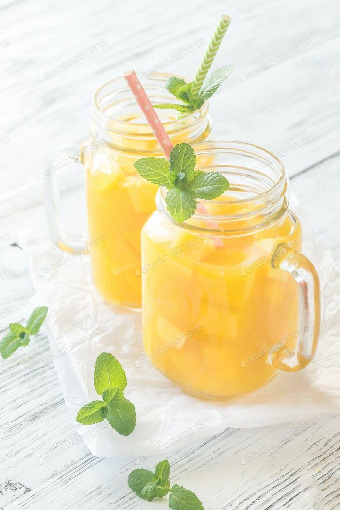 Mangosaft im Einmachglas