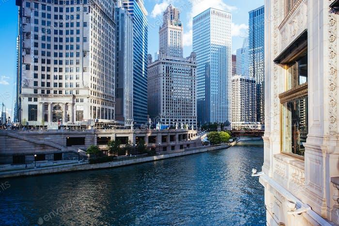 Vista del horizonte del río Chicago en Illinois Estados Unidos