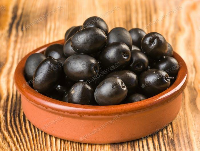 Oliven im klassischen Schlammkuchen
