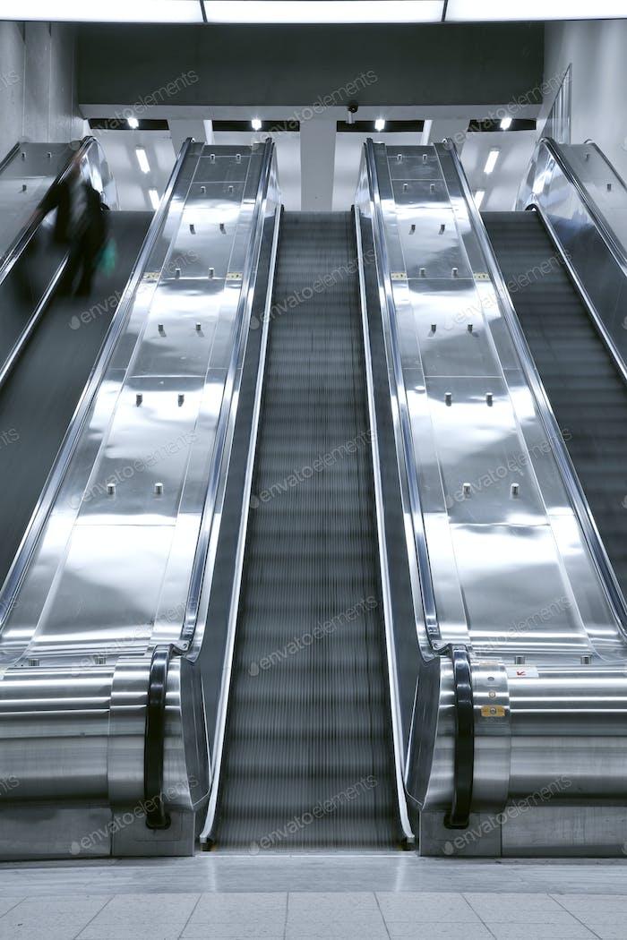 Aufzug Treppenhaus - eine Person