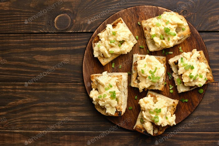 Scrambled eggs and green onion on bread