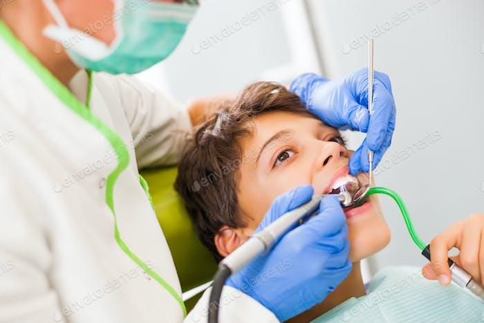 Reparatur von Zahn
