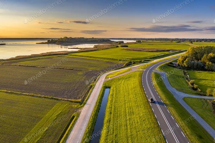 Luftaufnahme der Küstenregion IJsselmeer