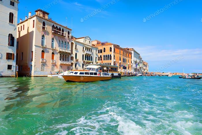 Touristisches Venedig im Sommer