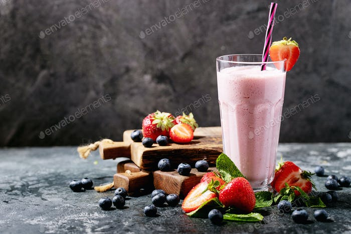 Fresh strawberry and blueberry milkshakes