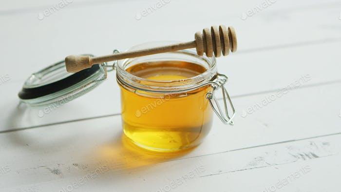 Glas Honig mit Spindel