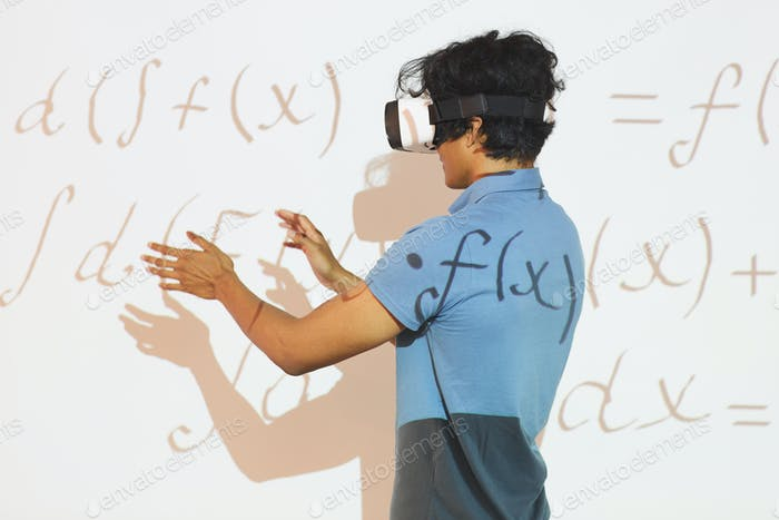 Analyzing math calculations in VR device
