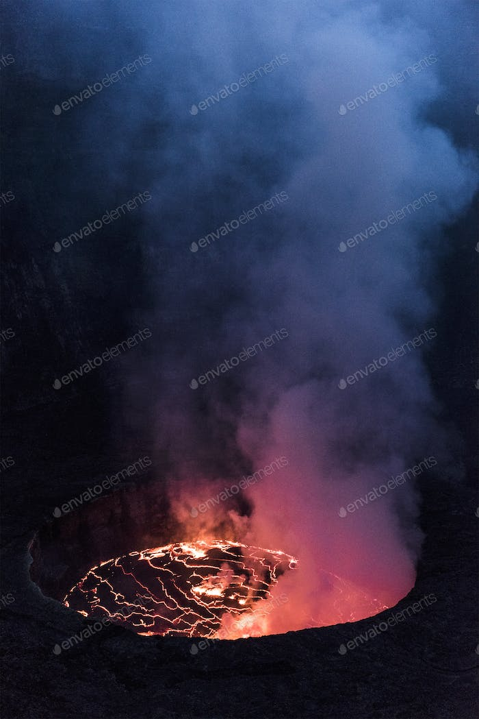 volcan nyiragongo in eruption