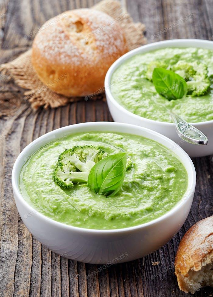 broccoli and green peas soup